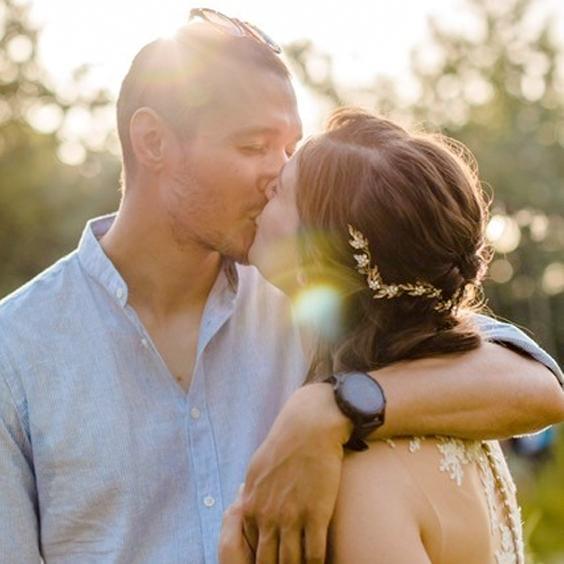 Combinatie bruidskapsel en bruidsmake-up